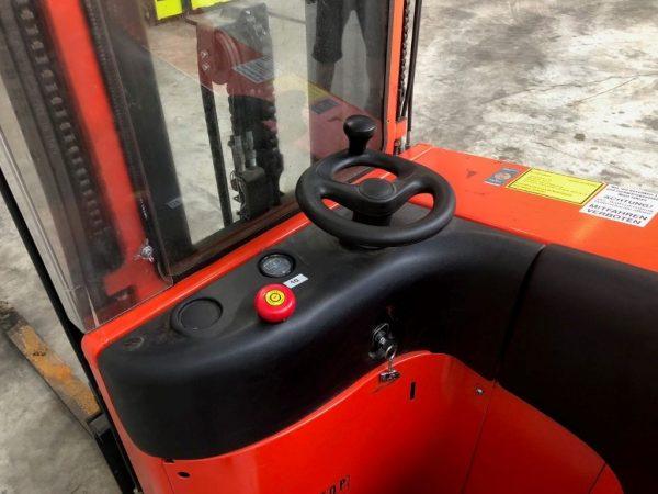 Linde Wózek z podestem dla operatora