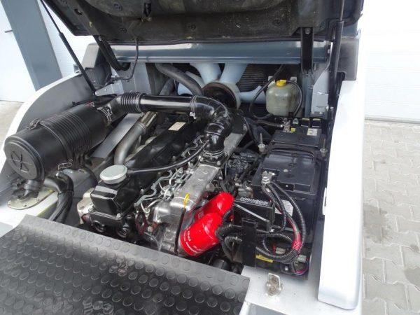 Nissan Wózek widłowy z napędem Diesel