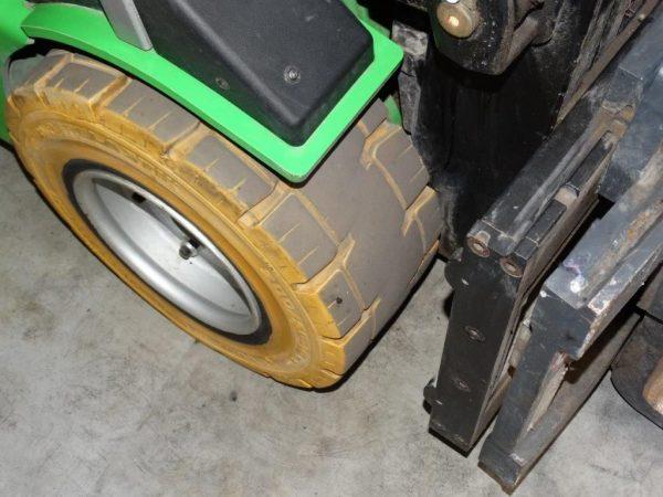 Cesab Wózek widłowy elektryczny 3-kołowy