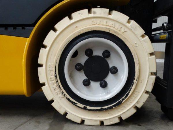 Yale Wózek widłowy elektryczny 4-kołowy
